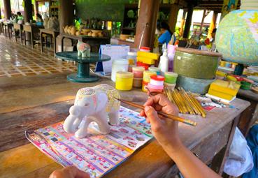 in den Werkstätten von Chiang Mai Celadon