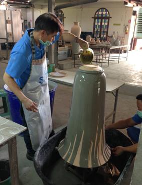 Chiang Mai Céladon - mit Glasur übergiessen