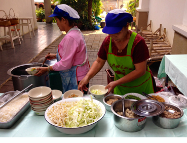 Lunchtime im Haripunchai Institut of Hand-Woven Fabric